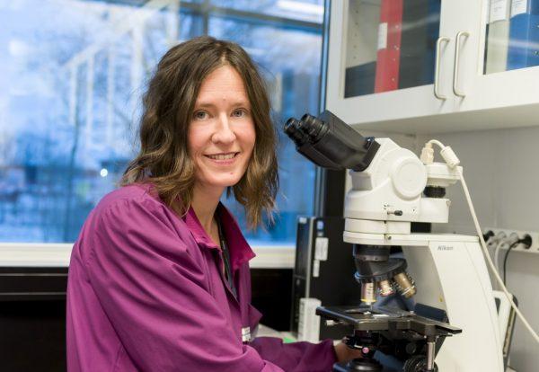 Emma Strage är din vän vid mikroskopet