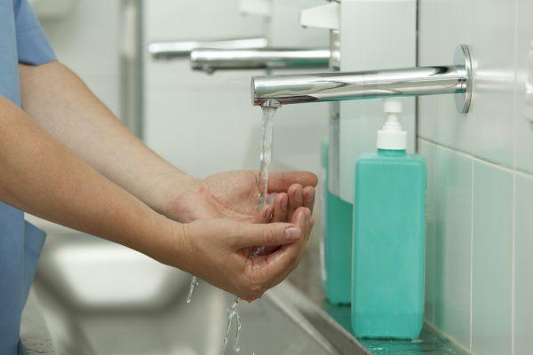 AniCura slår ett slag för handdesinfektion